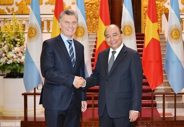 Thủ tướng Nguyễn Xuân Phúc hội kiến với Tổng thống Argentina Mauricio Macri - ảnh 1