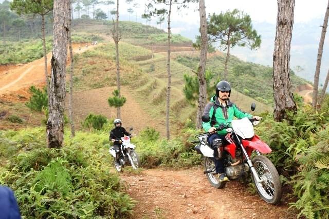 Giải đua xe máy địa hình trên Cao nguyên đá Đồng Văn diễn ra vào dịp nghỉ lễ 30/4 - 1/5 - ảnh 1