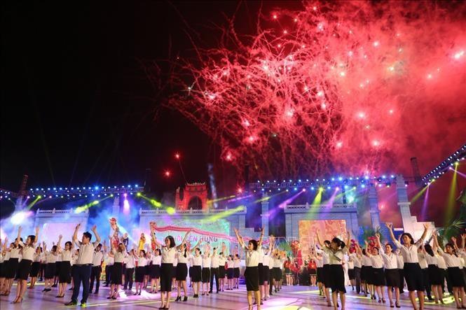 Giỗ Tổ Hùng Vương - Lễ hội Đền Hùng 2019: Lung linh sắc màu lễ hội dân gian đường phố - ảnh 1