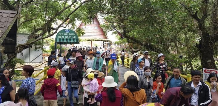 Đền thờ Âu Lạc, Đà Lạt thu hút đông đảo du khách dịp lễ giỗ Tổ Hùng Vương - ảnh 1