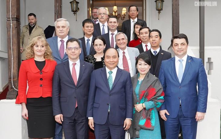 Thủ tướng Nguyễn Xuân Phúc thăm tỉnh Prahova, Romania - ảnh 1