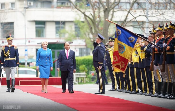 Thủ tướng Romania Viorica Dancila chủ trì lễ đón Thủ tướng Việt Nam Nguyễn Xuân Phúc - ảnh 1