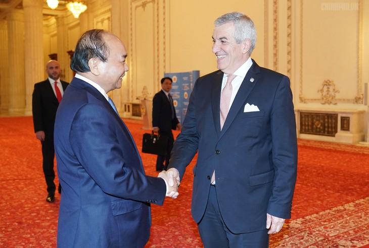 Thủ tướng Nguyễn Xuân Phúc hội kiến các nhà Lãnh đạo Romania - ảnh 1