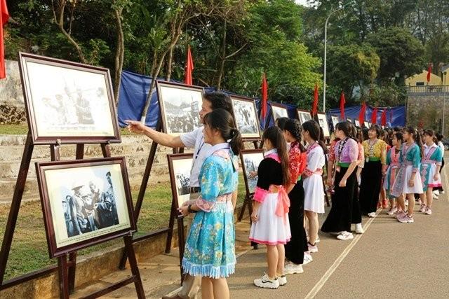 Kỷ niệm 60 năm Chủ tịch Hồ Chí Minh về thăm Tây Bắc - ảnh 2
