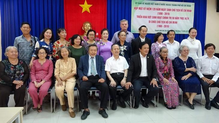 Doanh nhân, trí thức kiều bào thành phố Hồ Chí Minh tưởng nhớ Hồ Chủ tịch - ảnh 1