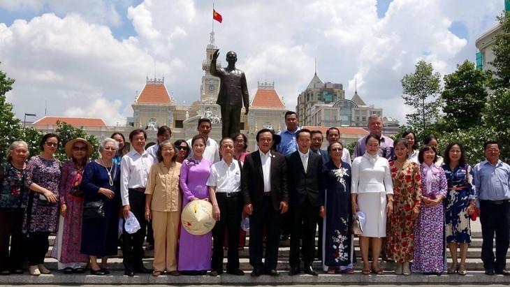 Doanh nhân, trí thức kiều bào thành phố Hồ Chí Minh tưởng nhớ Hồ Chủ tịch - ảnh 5