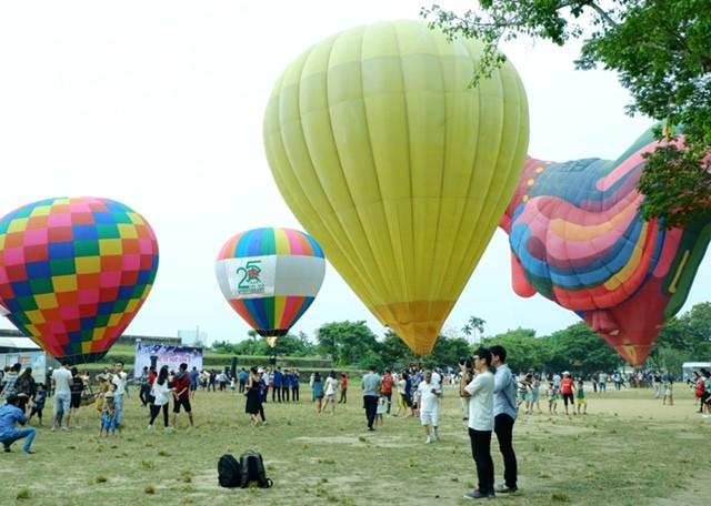 Lướt trên không trung cùng khinh khí cầu - ảnh 1