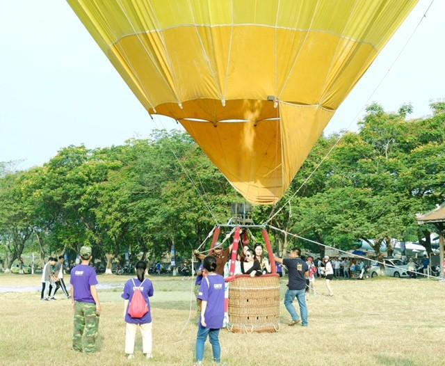 Lướt trên không trung cùng khinh khí cầu - ảnh 10