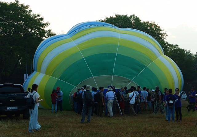 Lướt trên không trung cùng khinh khí cầu - ảnh 6