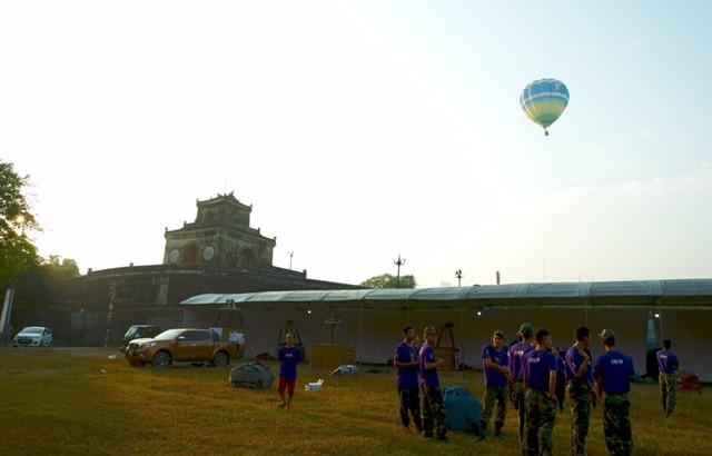 Lướt trên không trung cùng khinh khí cầu - ảnh 12
