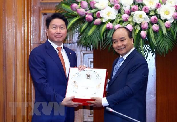 Thủ tướng Nguyễn Xuân Phúc tiếp Chủ tịch Tập đoàn SK Hàn Quốc - ảnh 1