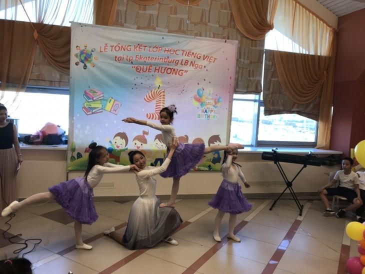 """Lễ tổng kết khóa học tiếng Việt """"Quê hương"""" tại Ekaterinburg - ảnh 2"""
