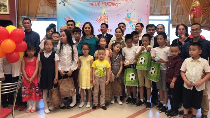"""Lễ tổng kết khóa học tiếng Việt """"Quê hương"""" tại Ekaterinburg - ảnh 1"""