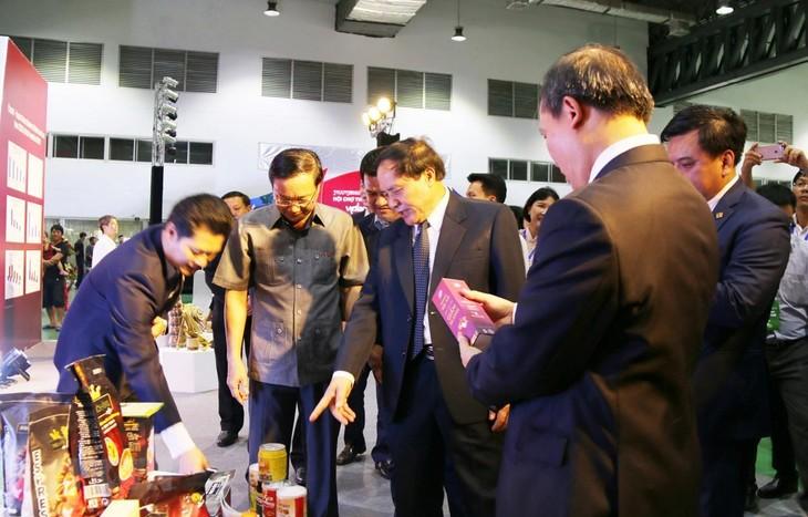Hội chợ thương mại Việt - Lào giúp tăng cường hợp tác toàn diện giữa hai nước - ảnh 1