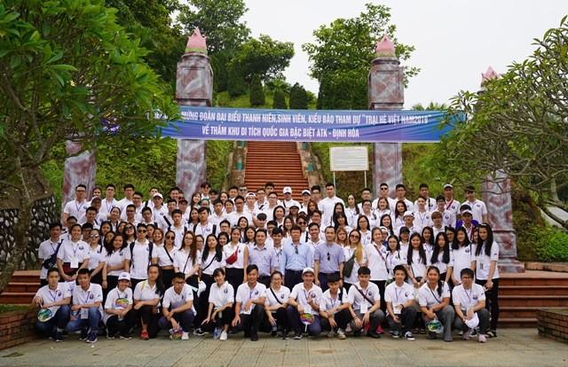 Thanh niên kiều bào tham quan, tìm hiểu về Khu di tích ATK Định Hóa, Thái Nguyên - ảnh 1