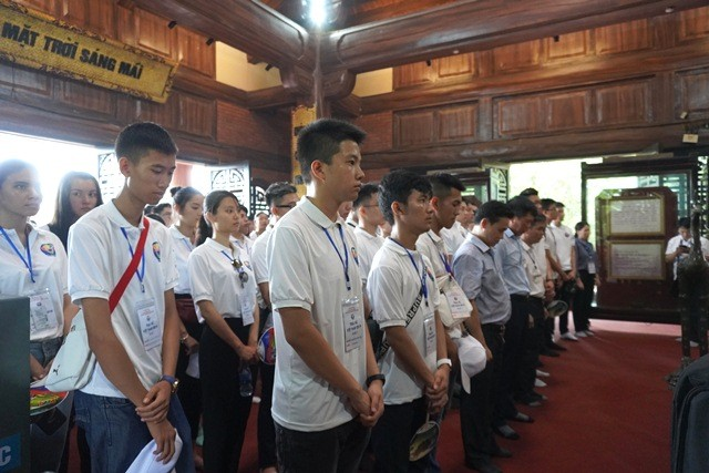 Thanh niên kiều bào tham quan, tìm hiểu về Khu di tích ATK Định Hóa, Thái Nguyên - ảnh 3