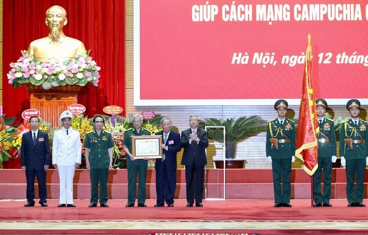 Lực lượng chuyên gia Việt Nam giúp cách mạng Campuchia giai đoạn 1979 – 1989 đón nhận Huân chương Sao Vàng - ảnh 1