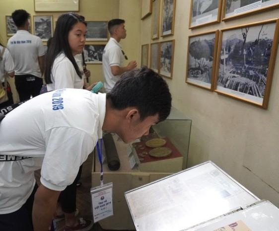 Thanh niên kiều bào tham quan, tìm hiểu về Khu di tích ATK Định Hóa, Thái Nguyên - ảnh 6
