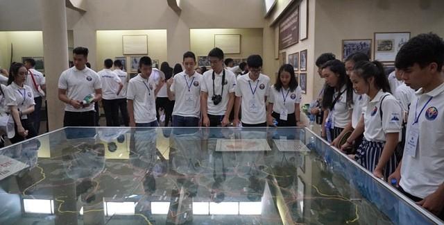 Thanh niên kiều bào tham quan, tìm hiểu về Khu di tích ATK Định Hóa, Thái Nguyên - ảnh 5