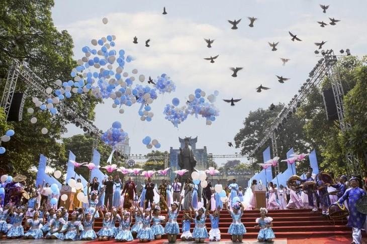 """Hà Nội mít tinh kỷ niệm 20 năm """"Thành phố vì hòa bình"""" - ảnh 1"""