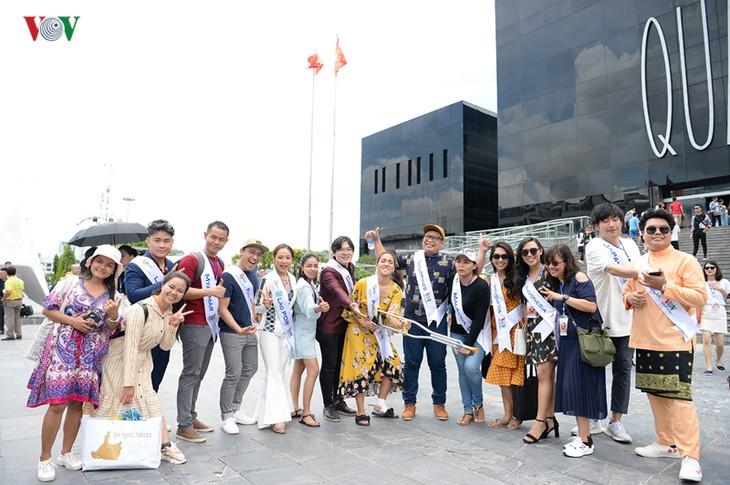 Tiếng hát ASEAN+3:  Các thí sinh đi thăm bảo tàng Quảng Ninh - ảnh 2