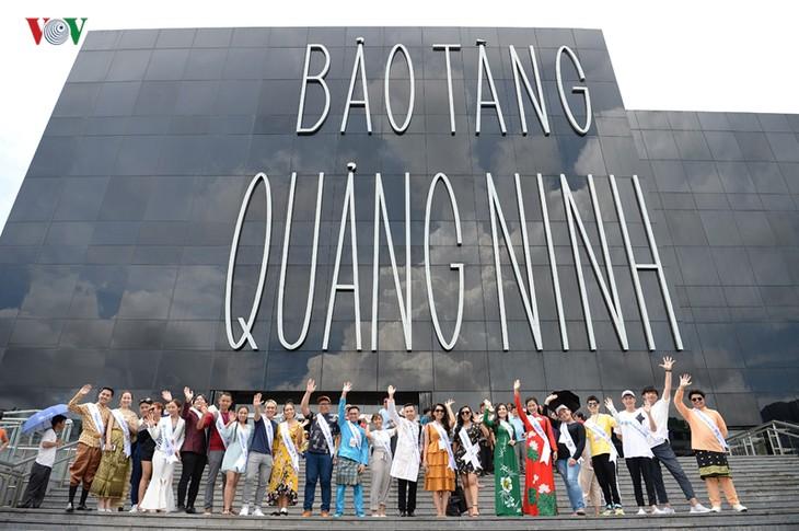 Tiếng hát ASEAN+3:  Các thí sinh đi thăm bảo tàng Quảng Ninh - ảnh 1