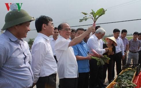 Спикер вьетнамского парламента Нгуен Шинь Хунг встретился с избирателями страны - ảnh 1