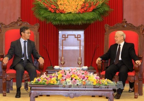 Генеральный секретарь ЦК КПВ Нгуен Фу Чонг принял посла Лаоса - ảnh 1
