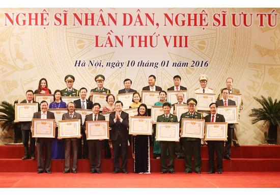Президент Вьетнама принял участие в церемонии присвоения почётных званий  - ảnh 1