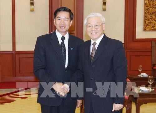 Генсек ЦК КПВ Нгуен Фу Чонг принял мэра Вьентьяна  - ảnh 1