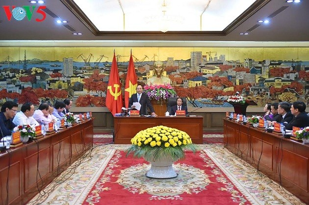 Нгуен Суан Фук предложил г.Хайфону самостоятельно развивать инфраструктуру - ảnh 1