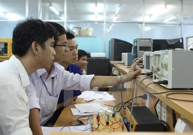Вьетнаму необходимо развивать человеческие ресурсы в сфере информационных технологий - ảnh 1