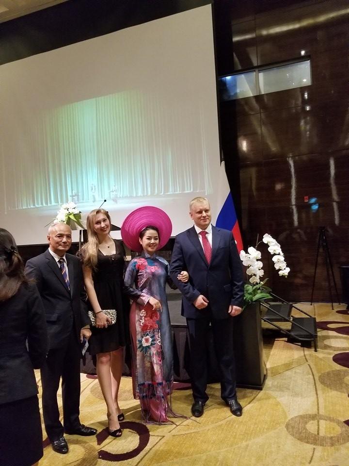 Посольство РФ в СРВ организовало торжественный приём - ảnh 5