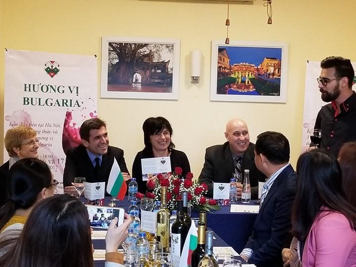 Краски русскоязычных стран во Вьетнаме: Болгария - ảnh 2