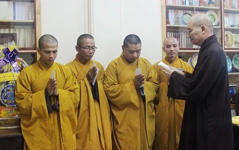 10 буддийских монахов отправились в островной уезд Чыонгша для проведения служб - ảnh 1