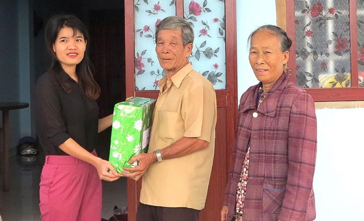 Власти провинции Фуйен помогают жителям восстанавливать дома после тайфуна «Дамри» - ảnh 1