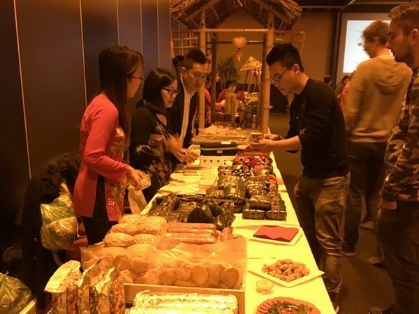 Вьетнамцы в мире отмечают традиционный новогодний праздник - ảnh 1