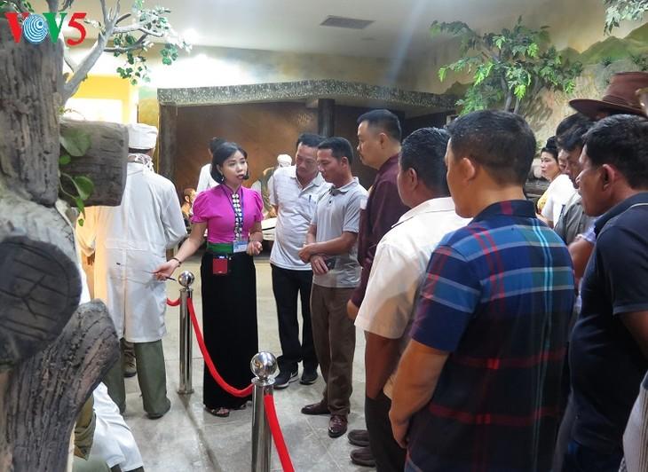 Тысячи туристов приехали в провинцию Дьенбьен по случаю 7 мая - ảnh 1