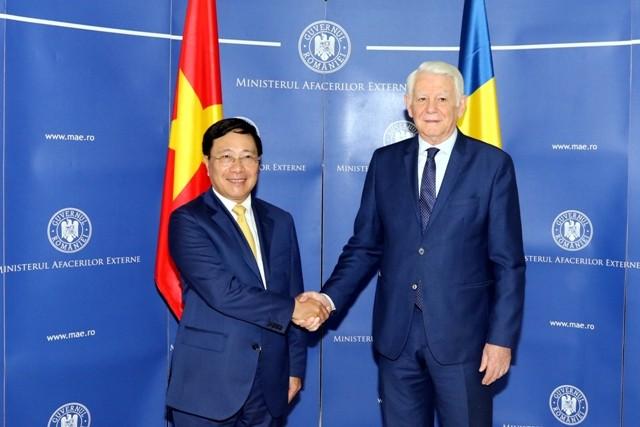 Вице-премьер, глава МИД Вьетнама совершает официальный визит в Румынию - ảnh 1