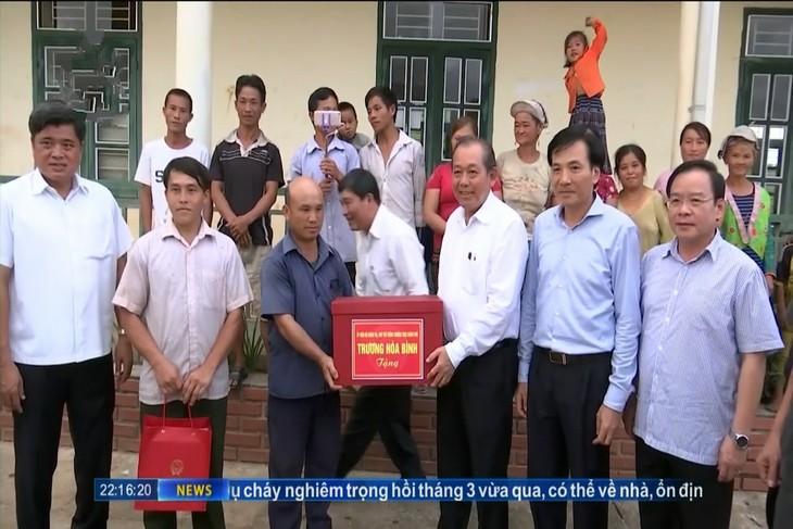 Вице-премьер Чыонг Хоа Бинь совершил рабочую поездку в уезд Мыонгне - ảnh 1