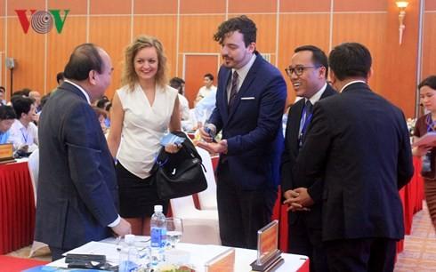 Премьер Вьетнама принял участие в конференции по привлечению инвестиций в Куангбинь - ảnh 1