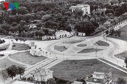 Площадь Бадинь, где произошло историческое для всего вьетнамского народа событие - ảnh 1