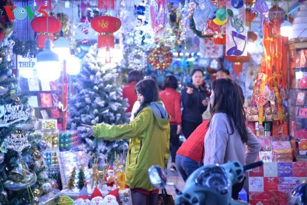 Товары вьетнамского производства пользуются самой большой популярностью в преддверии Рождества - ảnh 1