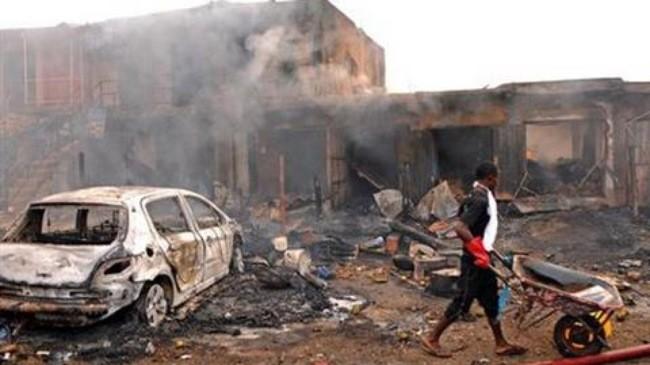 มีผู้เสียชีวิต๔๔คนจากเหตุลอบวางระเบิด๒ครั้งติดต่อกันในประเทศไนจีเรีย - ảnh 1