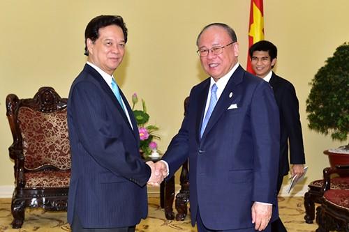 นายกรัฐมนตรีให้การต้อนรับที่ปรึกษาพิเศษของสหภาพส.ส.มิตรภาพญี่ปุ่น-เวียดนาม - ảnh 1
