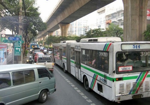 บริษัทไทยมีแผนการเปิดให้บริการรถโดยสารระหว่างไทย ลาวและเวียดนาม - ảnh 1