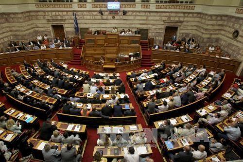 รัฐสภากรีซอนุมัติร่างรัฐบัญญัติที่๒เกี่ยวกับมาตรการรัดเข็มขัด - ảnh 1