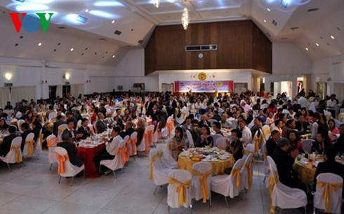 ชาวเวียดนามที่อาศัยในประเทศไทยฉลองเทศกาลตรุษเต๊ต - ảnh 1