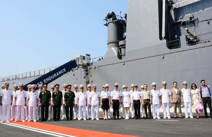 เรือของกองทัพเรือสิงคโปร์เข้าเทียบท่าเรือนานาชาติกามแรง  - ảnh 1