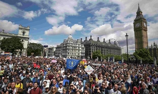 เกิดการชุมนุมคัดค้านBrexit ในทั่วประเทศอังกฤษ - ảnh 1